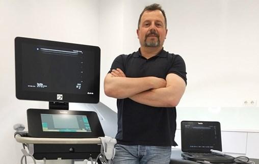 Dr Fidel Fernandez with SonoSite Ultrasound Machines