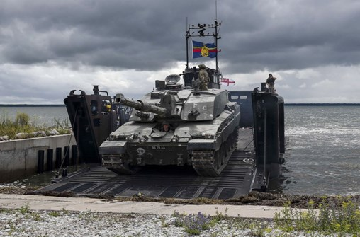 The Challenger 2 embarking onto a Royal Marine LCU in Estonia. (Crown Copyright)