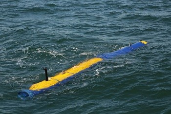 Knifefish UUV in Water