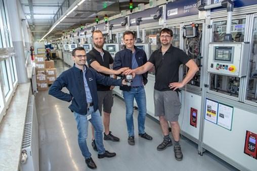 from left to right: Robert Schwär (Leiter Abteilung Mini Factory 3), Christian Mootz (Einrichter Abteilung Mini Factory 3), Sebastian Heyna (Arbeitsvorbereiter Abteilung Minifactory 3), Thomas Horn (Einrichter Abteilung Mini Factory 3)