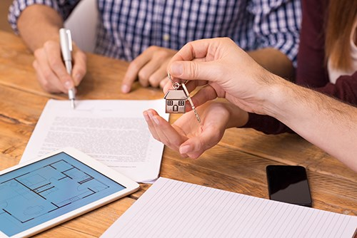 Helping Home Sellers Navigate the Closing Process | 2-10 Blog