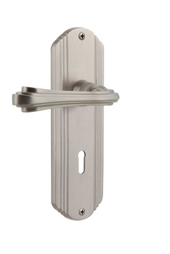 Deco plate with Fleur lever in Satin Nickel